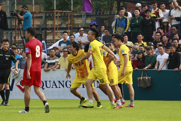 Sao V-League đầu quân các đội bóng phủi Hà Nội