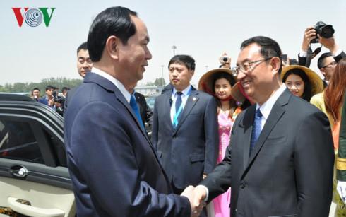 Chủ tịch nước và phu nhân đến Bắc Kinh