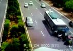 Dừng xe giữa đường và tai nạn kinh hoàng ập đến
