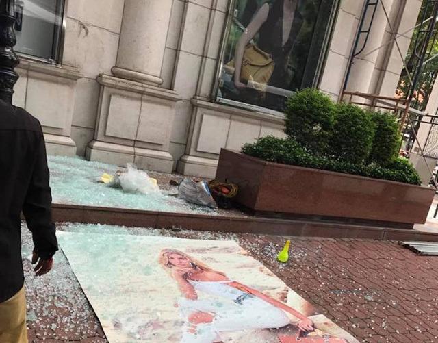 Nam công nhân ngã từ độ cao 7 mét  trước toà nhà Diamond Plaza
