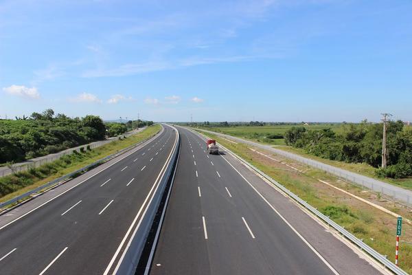 Báo cáo Bộ Chính trị dự án đường bộ cao tốc Bắc-Nam