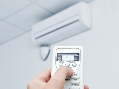 máy lạnh, điều khiển máy lạnh, chế độ Dry, chế độ Cool, tiết kiệm điện, sử dụng máy lạnh, sai lầm khi sử dụng máy lạnh