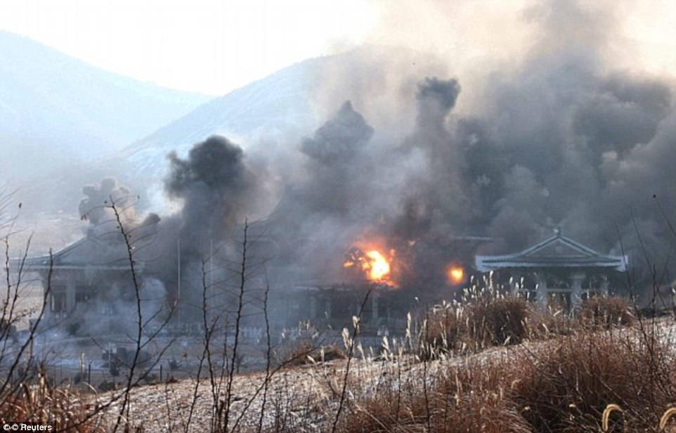 Lộ ảnh vệ tinh bản sao Nhà Xanh bị bắn phá ở Triều Tiên