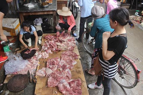 chị Xuyên bán thịt
