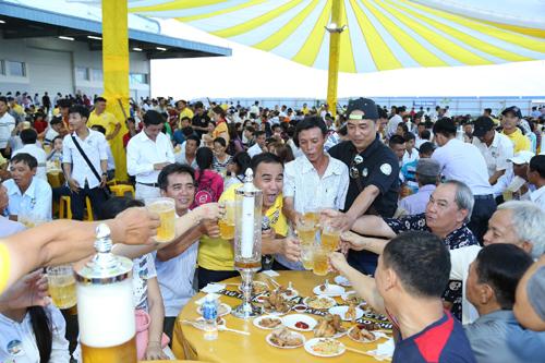 Tuyệt đỉnh thăng hoa với Lễ hội bia bồn ở miền Tây