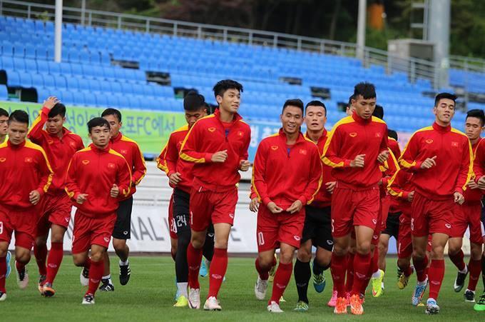 U20 Việt Nam tập nhẹ, cười tươi trên đất Hàn