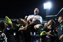 Dàn sao Chelsea ăn mừng rộn rã phút đăng quang