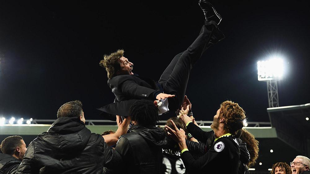 Chelsea đăng quang với Conte: Cứ vui đi, nhưng đừng quên Mourinho