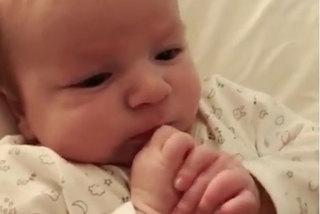 Chuyện khó tin: Bé 2 tháng tuổi biết nói
