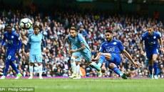 Bó tay với pha đá penalty 2 chạm của Mahrez