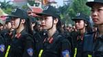 Nữ sinh cảnh sát múa côn nhị khúc, lái xe mô tô mãn nhãn