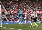 Trọng tài mờ mắt, Arsenal vẫn đại thắng Stoke
