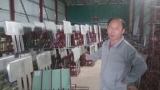 Nông dân Thái Bình chế máy cấy kỳ lạ: Đoàn khoa học về học hỏi