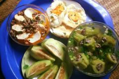 Bữa cơm chỉ 30 ngàn 2 người ăn của cô sinh viên Hà Nội gây tranh cãi