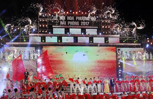 Thủ tướng Nguyễn Xuân Phúc dự Lễ hội Hoa phượng đỏ 2017