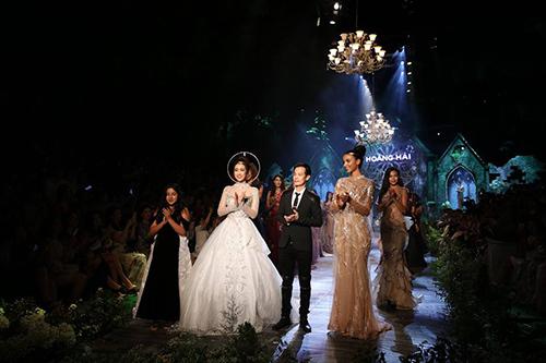 Đêm thời trang hội tụ dàn Hoa, Á hậu đẹp lộng lẫy