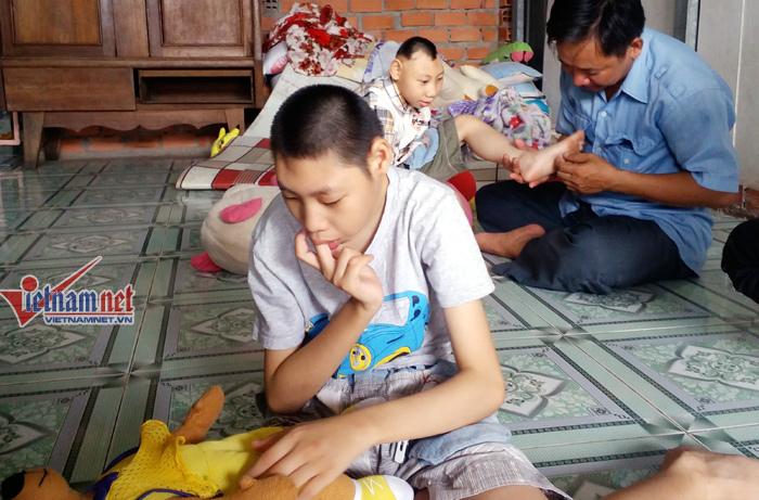 Tiết lộ giật mình người cha thi hát chữa bệnh teo não cho con