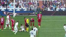 """Ronaldo đánh người, trọng tài """"bảo kê"""" Real vô địch?"""