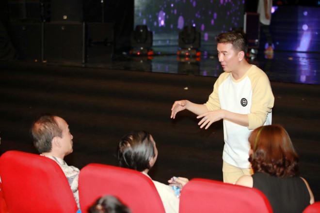Sở Văn hóa Hà Nội nhắc nhở Hồ Ngọc Hà về trang phục biểu diễn