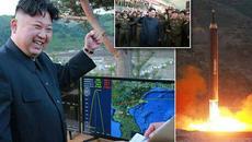 Kim Jong Un phấn khởi xem thử tên lửa mới