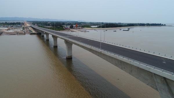 Ngắm cầu vượt biển dài nhất Đông Nam Á