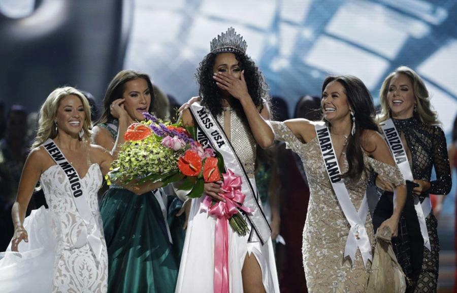 2 câu trả lời thông minh của nhà khoa học đăng quang Hoa hậu Mỹ