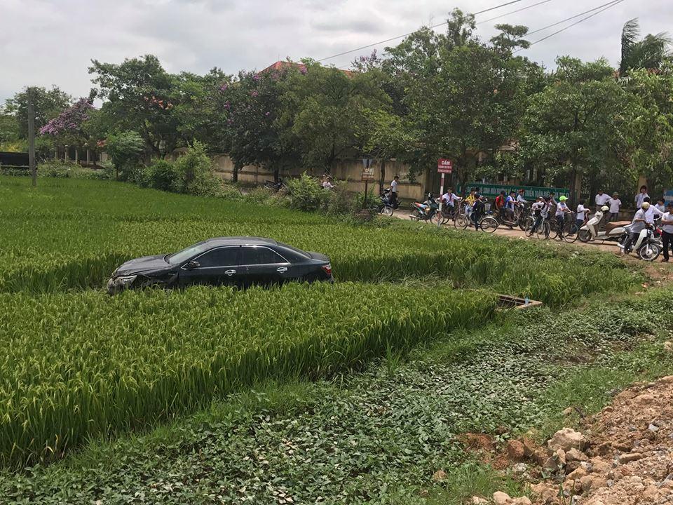 Bắc Ninh: Xe Camry mất lái đâm 3 học sinh tử vong