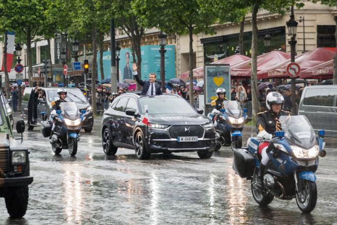 Tổng thống Pháp sử dụng xe mui trần đặc biệt trong lễ nhậm chức