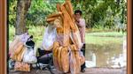 Xôn xao bánh mì khổng lồ thu hút người dân ở An Giang
