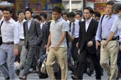Không rượu, không xe, không 'nghiện' việc, đàn ông Nhật đang làm gì?