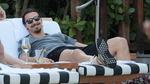 Ibrahimovic cực ngầu xả hơi ngoài bể bơi