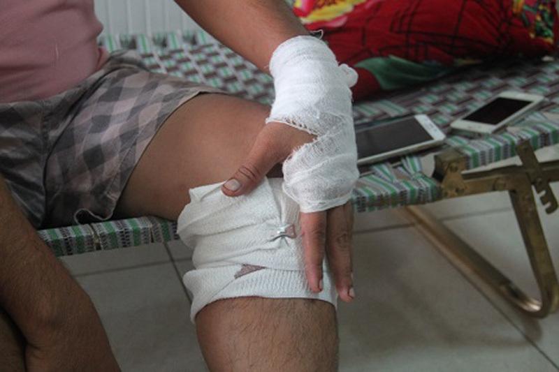 Con trai cán bộ y tế huyện chém người: Sẽ khởi tố
