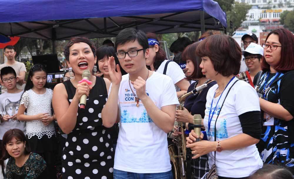 Ca sĩ Thái Thùy Linh, tự kỷ, tình nguyện