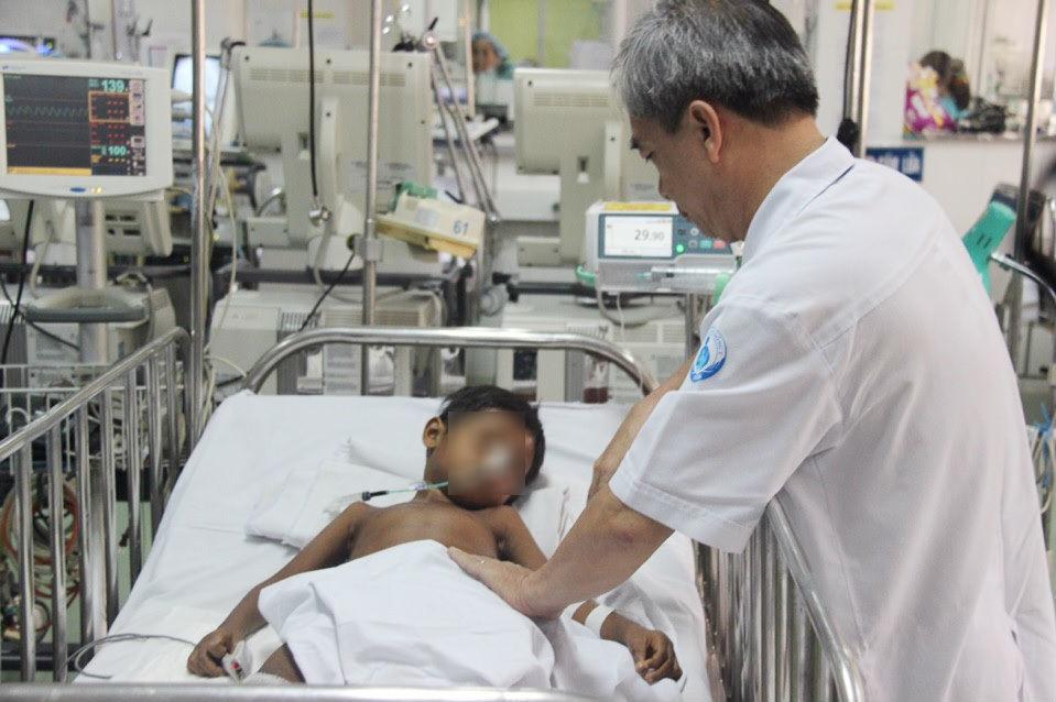 suy thận, bệnh nhi, bệnh viện nhi đồng 1, lọc máu, Campuchia, chuyển viện xuyên biên giới, suy thận cấp