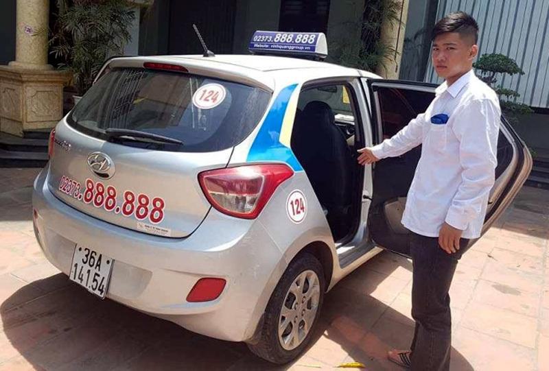 taxi, Thanh Hóa, taxi mở bung cửa, tai nạn, tai nạn giao thông