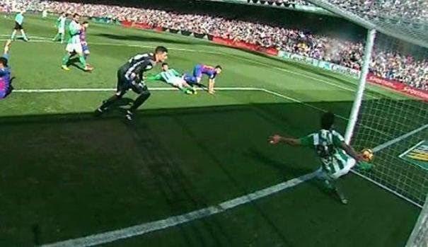 Ầm ĩ Real mua trọng tài, loại Barca để vô địch La Liga