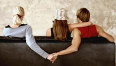 'Đòn thù' của cô vợ ốm bị chồng bỏ mặc để đi chơi với nhân tình