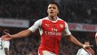 Alexis Sanchez bừng sáng, Arsenal nuôi hy vọng Top 4