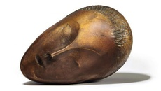 Bức tượng 'Nàng thơ ngủ' được bán với giá kỷ lục gần 57,4 triệu USD