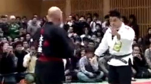 Võ sĩ MMA hạ gục võ sư đai đen Aikido chóng vánh không ngờ