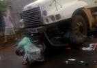Xe máy phi tốc độ cao dính chặt đầu container, 1 người tử vong
