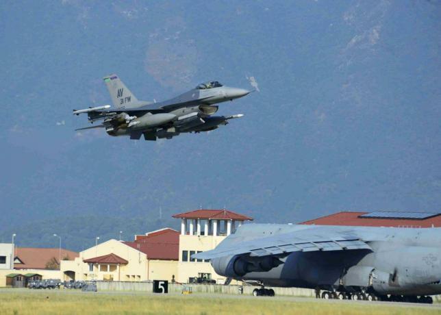 vũ khí hạt nhân, NATO, căn cứ không quân