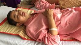 Cha liệt nửa người, con sinh non 20 ngày chưa rời bệnh viện