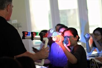 Tiến sĩ Úc chỉ cách dạy học sinh trải nghiệm sáng tạo