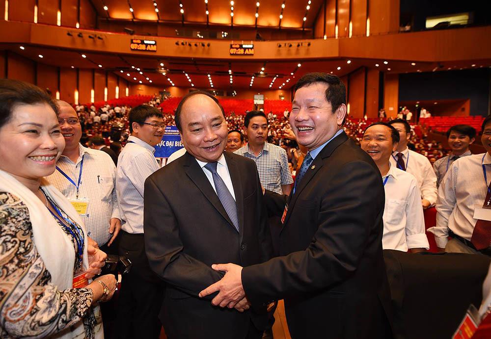 Khi Thủ tướng vui vẻ 'selfie' cùng doanh nhân