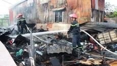 Giải cứu bà cụ 70 tuổi mắc kẹt trong căn nhà đang cháy