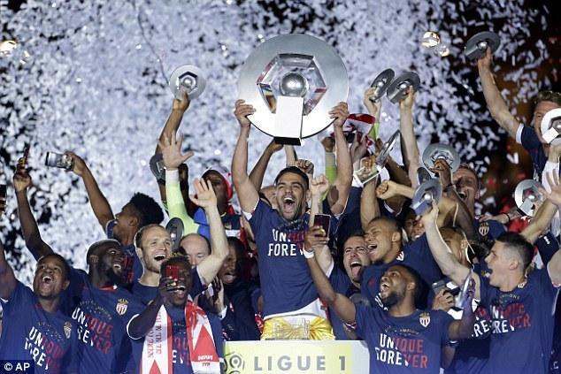 Mbappe giúp Monaco vô địch Ligue 1 sau 17 năm chờ đợi