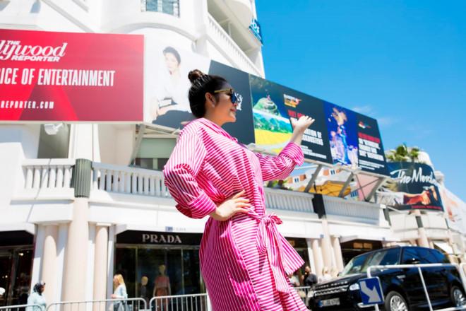Lý Nhã Kỳ tự in chân dung trên pano quảng bá Việt Nam ở Cannes