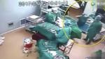 Video nhân viên y tế ẩu đả giữa ca mổ