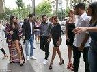 """Bồ Messi đọ sắc với vợ Suarez và """"máy bay bà già"""" của Fabregas"""